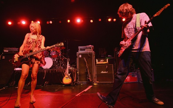 LOS FELIZ, CA - SEPTEMBER 4:  Kim Gordon (L) and Thurston Moore of Sonic Youth performs at Barnsdall Art Park as part of ArthurFest on September 4, 2005 in Los Feliz, California.  (Photo by Karl Walter/Getty Images)