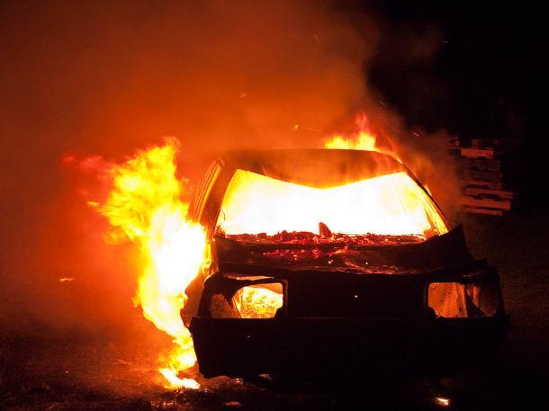 4-burning-car-ian-rasmussen